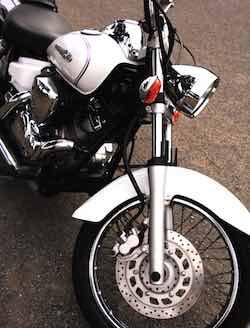 ホンダが倒れない自立するバイクを米ラスベガスで初公開!女性を追う自動運転動画も公開中