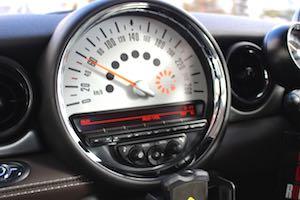 車検の検査項目で通らない「メーター警告灯」の基準が平成29年2月から厳しくなる