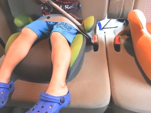 チャイルドシートの前向きは何時からが正解なのか、助手席は正しい取り付けのか?